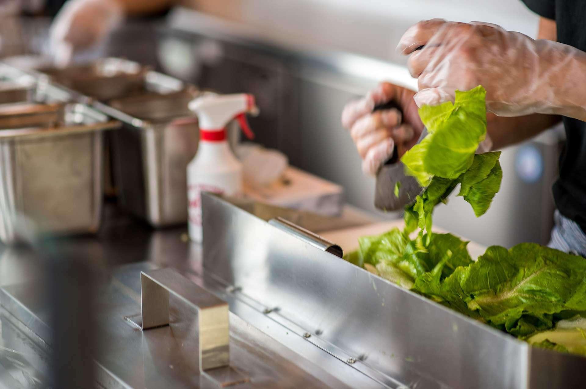 NYCは新鮮な野菜とバリエーション豊かな食材を使用した 美味しく満足できるチョップドサラダをご提供する専門店です。